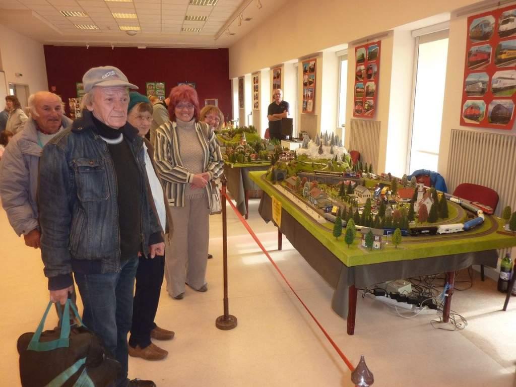 Vasút modelleket néztek a Nyugdíjas Klub tagjai