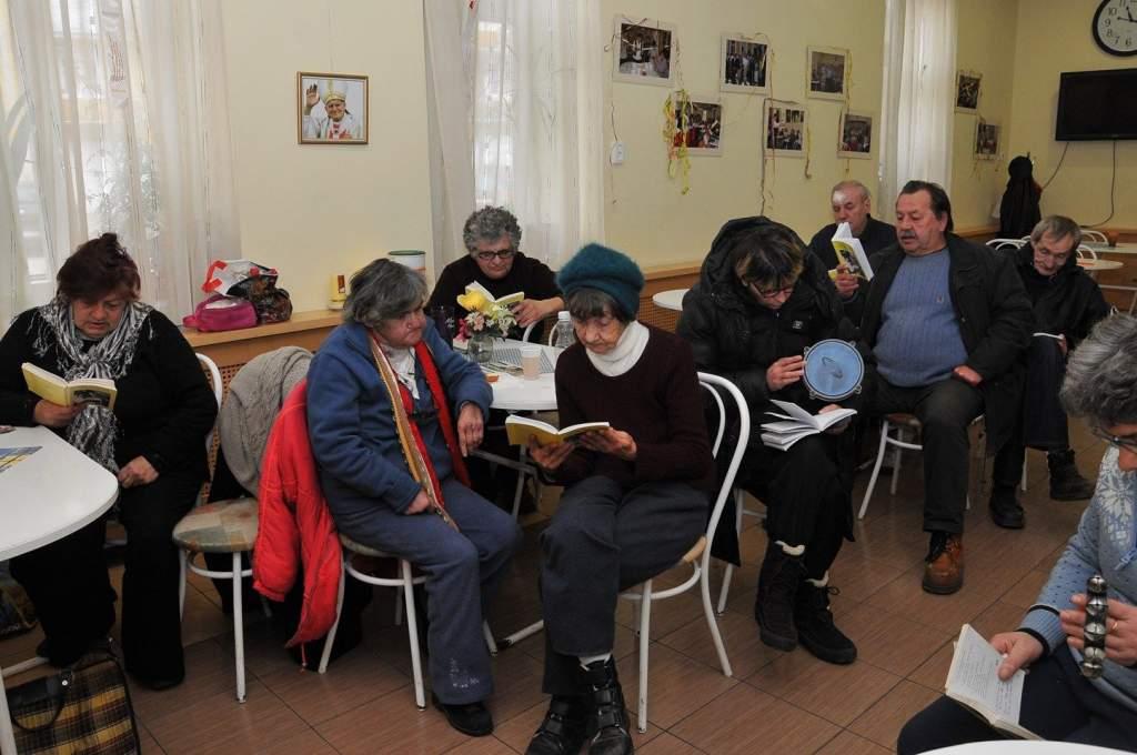 Új dalokat tanultunk az énekórán, majd a Pavlovics család ebédjét szolgáltuk fel