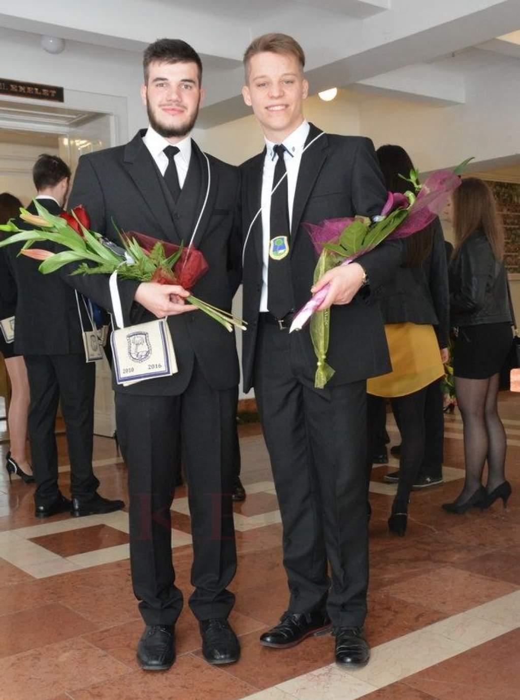 Kecskeméti Református Gimnázium - Elballagtak a végzősök