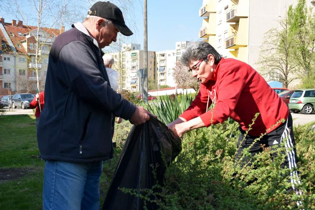 Kertészkedtek a népkonyha gondozottai