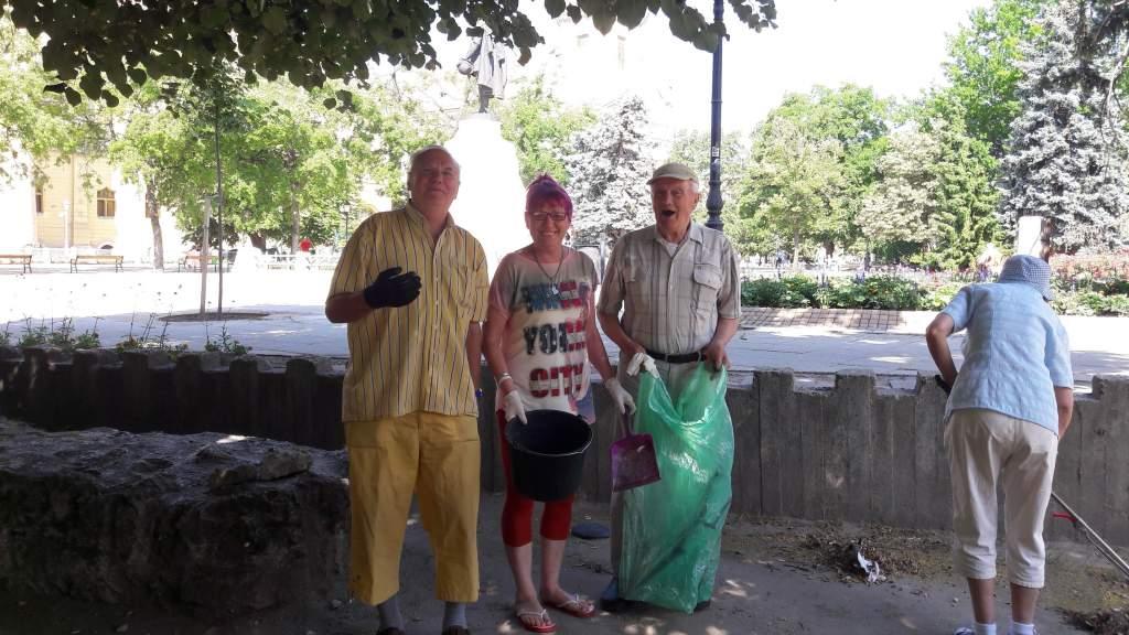 Ismét a Romkertben takarított a Wojtyla csapat