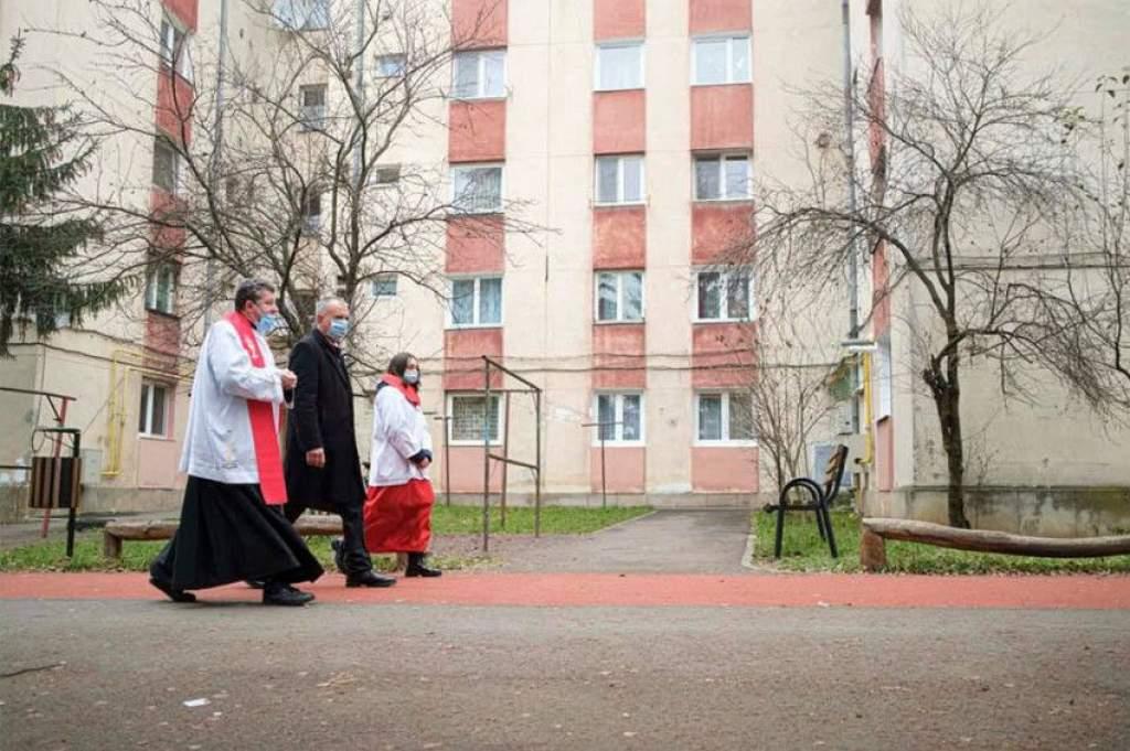 Békesség e háznak és minden lakójának! – A házszentelés hagyományáról