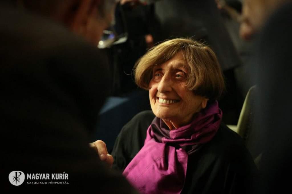 Beszéljünk a végtelen szeretet Istenéről – Interjú a Széchenyi-nagydíjas Dávid Katalinnal