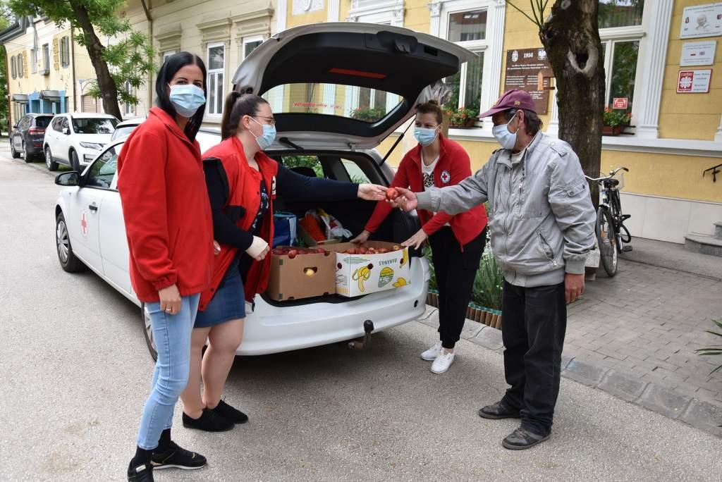 Alma a Vöröskereszttől
