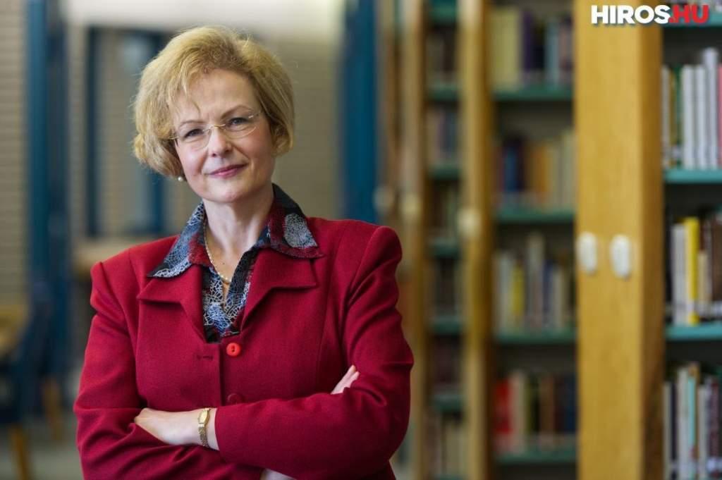 A múlt fényében építeni a jövőt - Bemutatkozik a könyvtár új vezetője, Bujdosóné dr. Dani Erzsébet