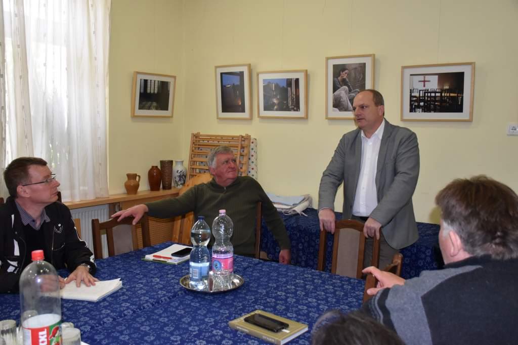 Hári Ernő, a KeKo igazgatója előadást tartott a Wojtyla Házban