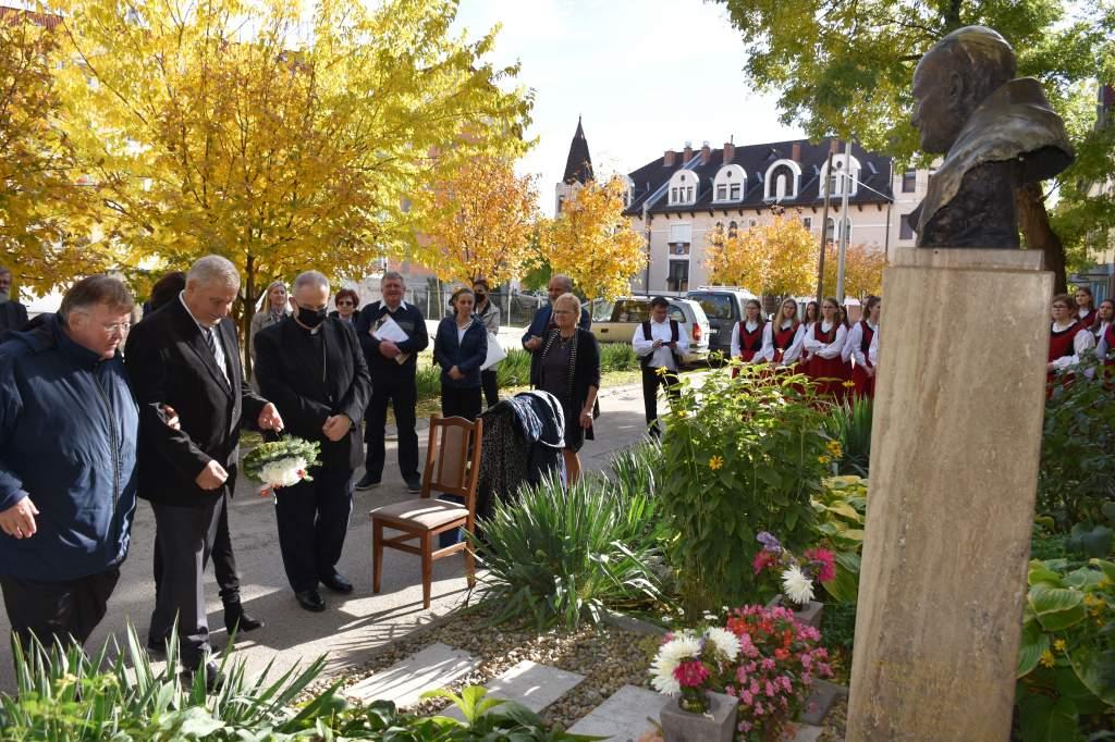 Ewa Filipiak és a hondurasi pápai követ a Wojtyla Házban