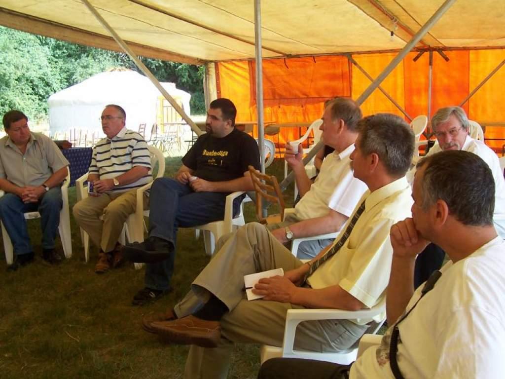 Falunap civil találkozóval