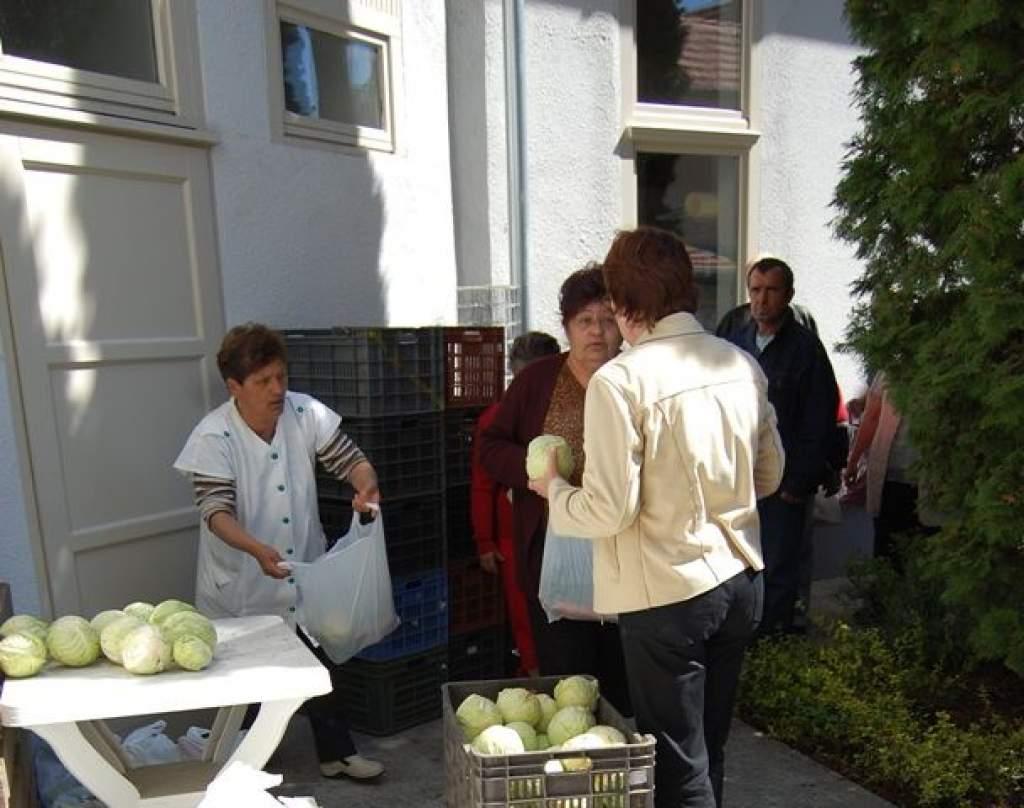 Bács-Zöldért  zöldség adománya a Wojtyla családnak