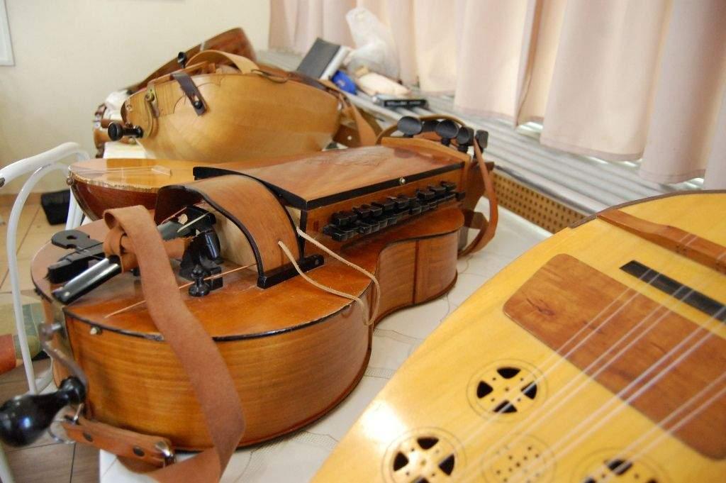 Nemzetközi lantművész: Buda Ádám tartott hangszer bemutatót a Wojtyla Házban-VIDEÓVAL