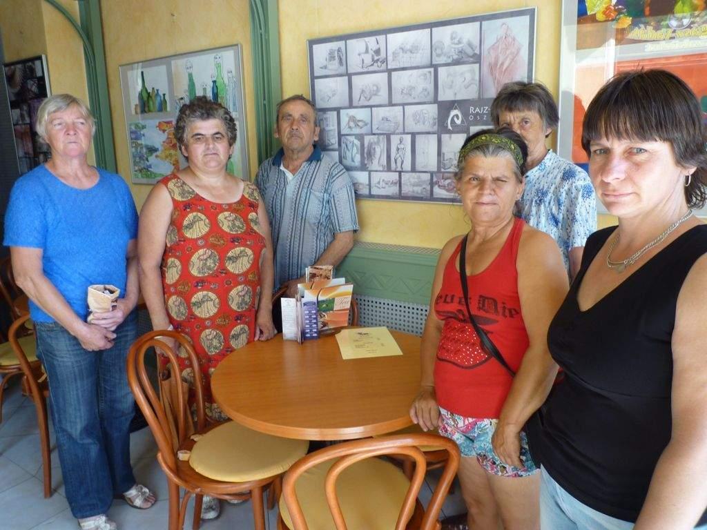 Művelődés a Művész Kávézóban: festmény kiállításon járt a Wojtyla Család