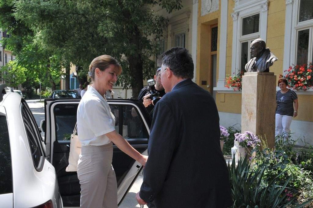 Herczeg Anita a Wojtyla Házban-csodás adományt kapott a központ