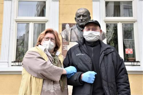 A Vidám Törzsasztal és a német írónő gondoskodott az elesettekről