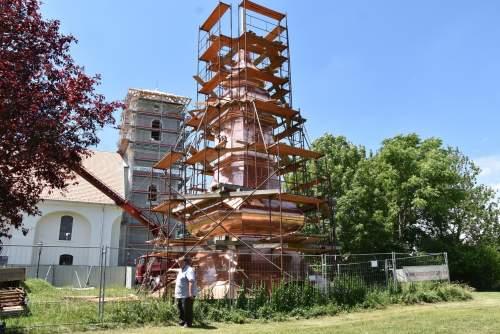Megújul a szalkszentmártoni református templom toronysisakja