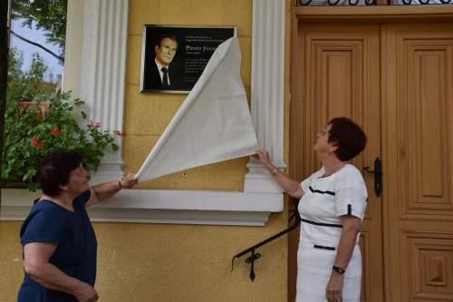 Pintér József tiszteletére emléktáblát avatott a Wojtyla sorsközösség